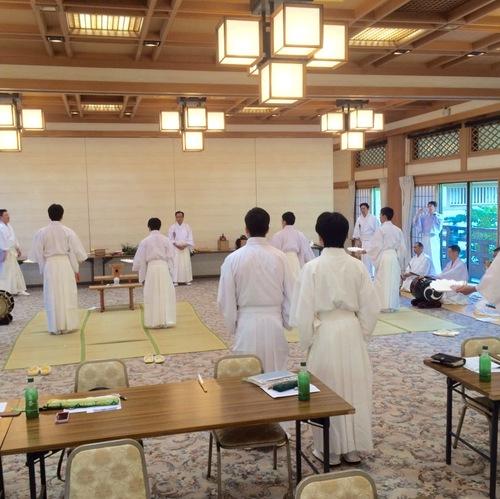 鶴岡八幡宮に於いて、湯立て神楽の講習がありました。
