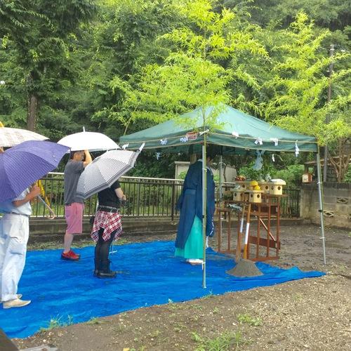 雨の中の地鎮祭となりました。