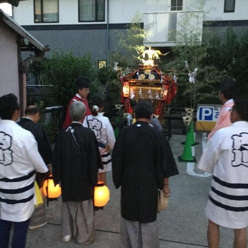 去年から始まった夜限定の女神輿の渡御に際し、事前に神輿をお祓いしました。