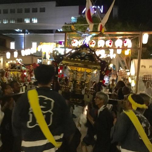 宮入の後は、かつての若人が、神輿をご神前に進めます。
