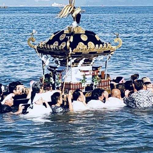 7月29日 久里浜町内の鎮守様 住吉神社祭礼につき、当社氏子会が応援に駆けつけました。